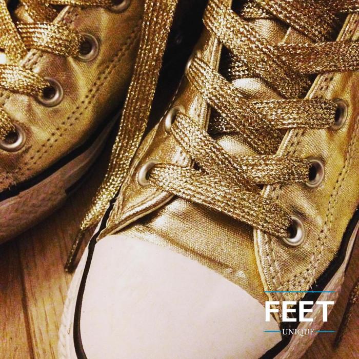 Metallisen kultaiset kengännauhat