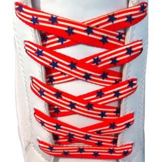 Punaiset kengännauhat sinisillä tähdillä
