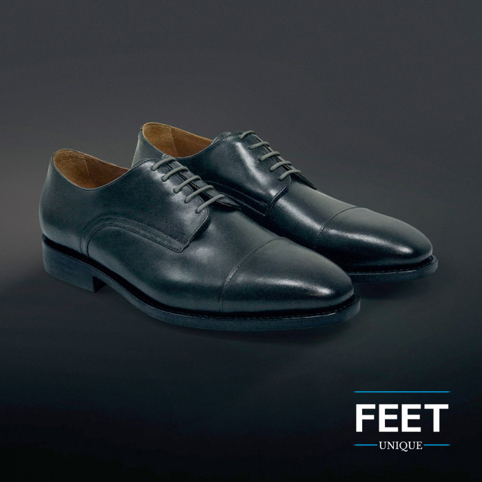 Pyöreät tumman harmaan puvun kengännauhat
