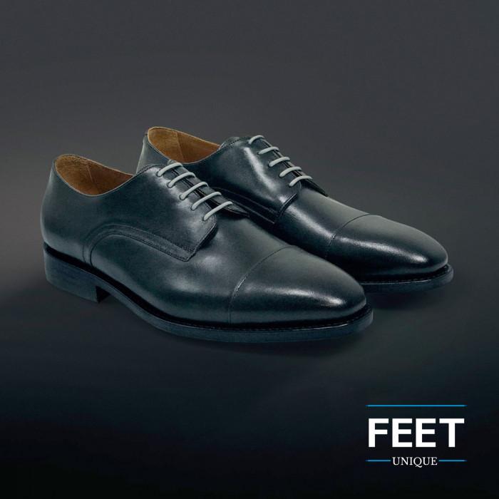 Pyöreät vaalean harmaat puvun kengännauhat