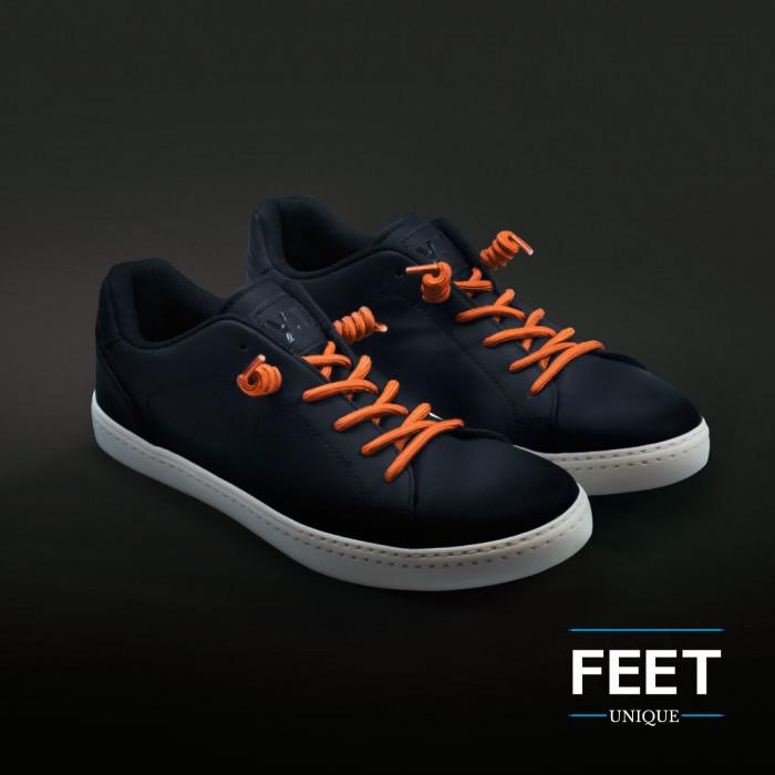 Oranssit kiharat kengännauhat