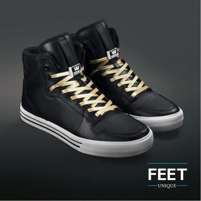 Kultaiset nahkaiset kengännauhat