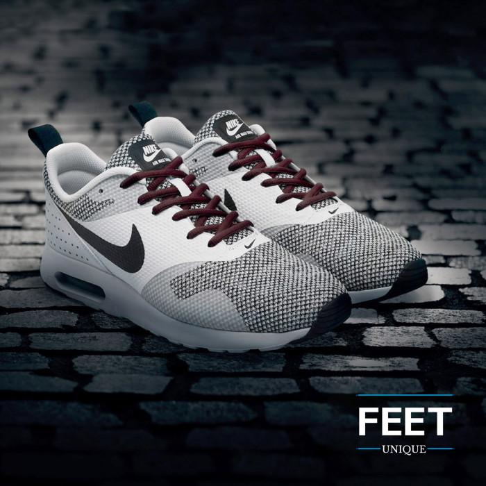 Soikeat tumman ruskeat kengännauhat