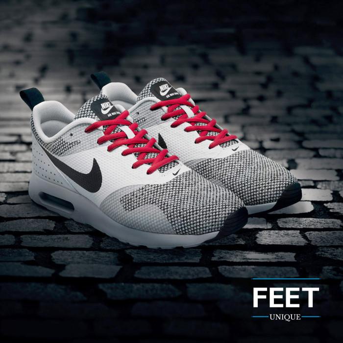 Soikeat punaiset kengännauhat