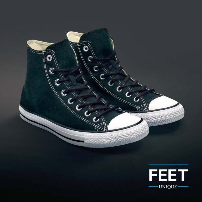 Soikeat mustat kengännauhat