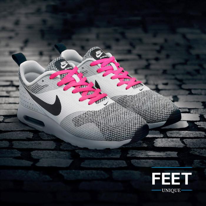 Litteät tumman pinkin kengännauhat