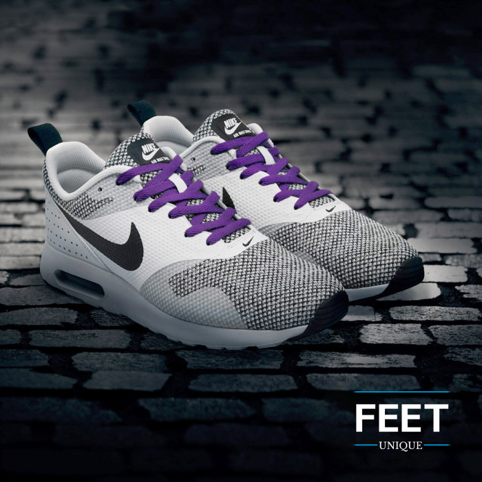 Litteät violetit kengännauhat